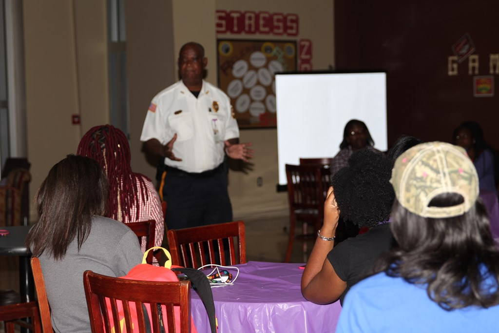 Chief Doug Stewart speaking with female honor students.
