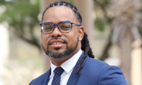 Alumnus Dr. Chavez Carter becomes the first director of Medical Relations for L'Oreal's La Roche-Posay