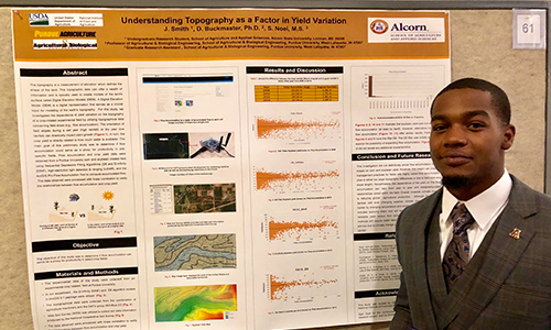 Jatavian Smith gains valuable experience, presents poster at Science and Engineering Conference