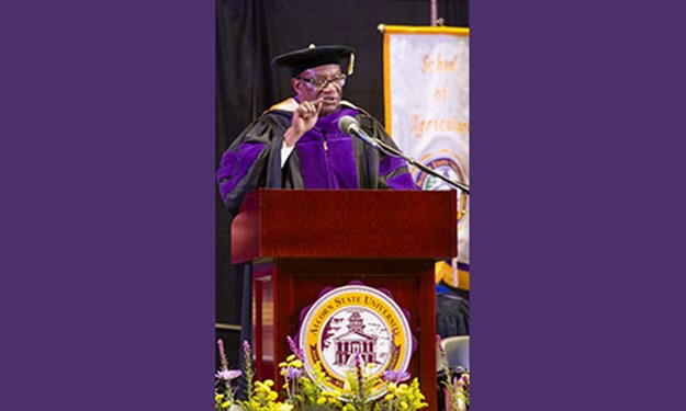 Alcorn Seniors Say Their Goodbyes at Fall Commencement